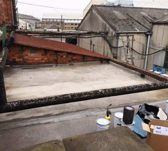 Clean off flat roof